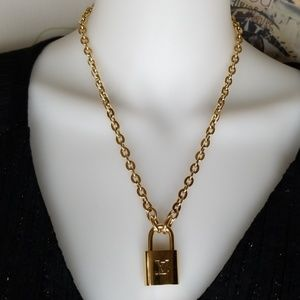NEW UNUSED LOUIS VUITTON GOLD CHAIN LOCK NECKLACE